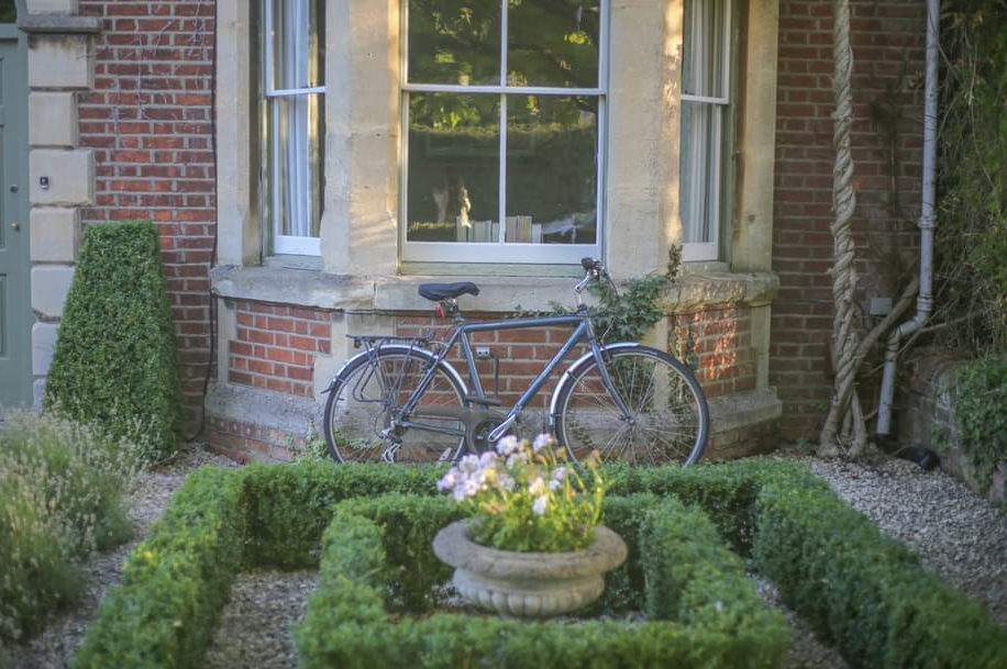 22 Inexpensive Ways To Add Curb Appeal To Your Home
